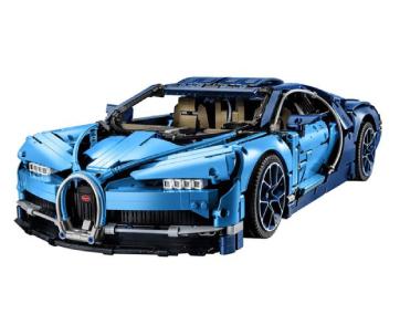 une voiture de course fabriquée en lego